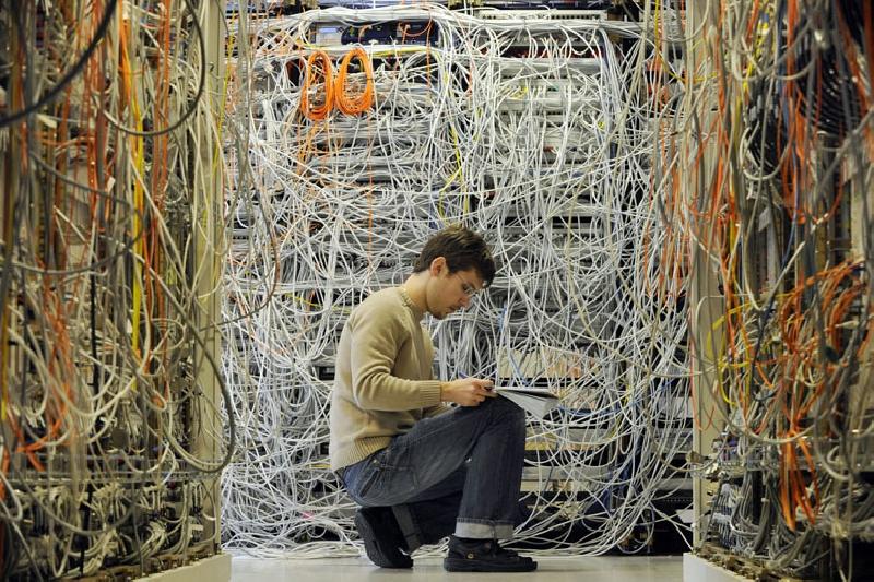 4145-crazy_server_room.jpg